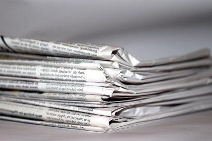 journaux empilés